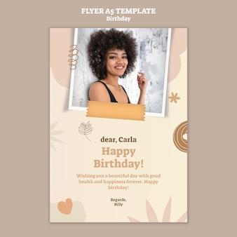 Folheto vertical para festa de aniversário
