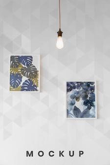 Fotos em quadros pendurados na parede