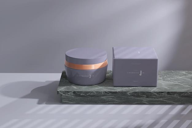 Frasco cosmético e maquete de caixa na superfície de mármore