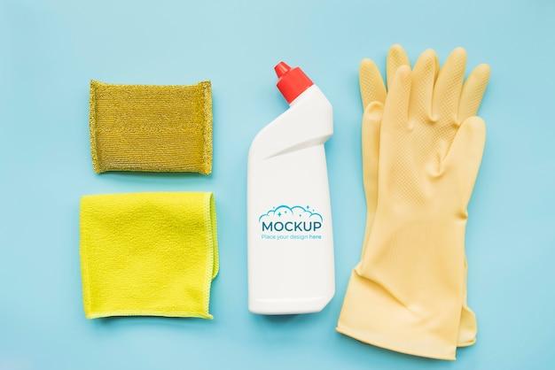 Frasco de detergente de vista superior e luvas