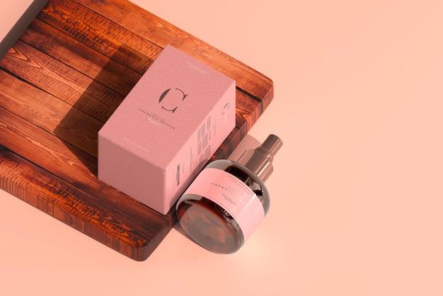 Frasco de spray cosmético de vidro âmbar e maquete de caixa