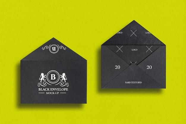 Frente e verso da maquete de envelope kraft preto aberto