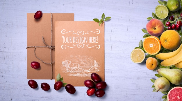 Frutas e especiarias orgânicas no fundo branco maquete