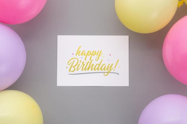 Fundo de feliz aniversário, decoração de festa plana leiga com modelo de maquete de cartão de convite de panfleto.