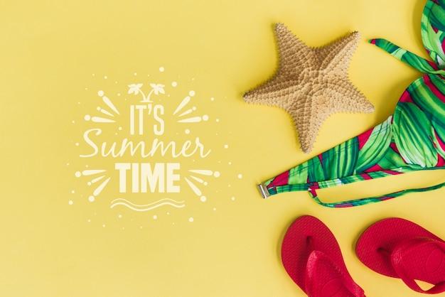Fundo de letras de verão com flip-flops