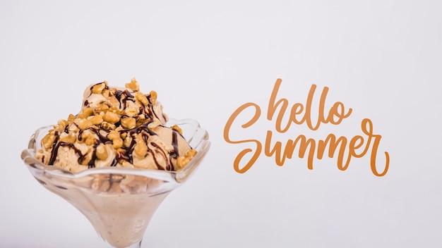 Fundo de letras de verão com sorvete