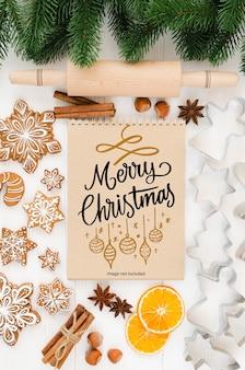 Fundo de natal com maquete de caderno, utensílios de cozinha para pão de mel