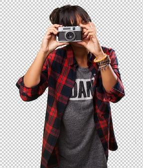 Garota latina tirando uma foto