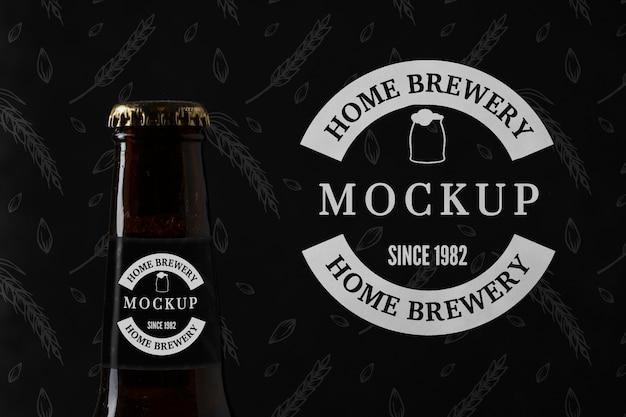 Garrafa de cerveja com embalagem mock-up