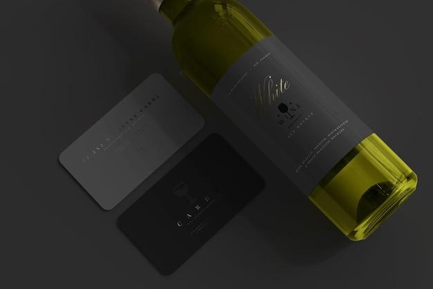 Garrafa de vinho branco com maquete de cartão de visita