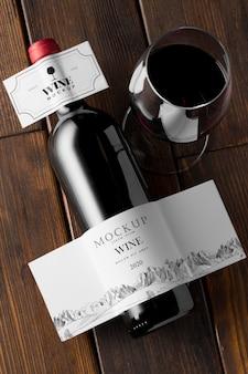 Garrafa de vinho e rótulo de vidro simulando vista superior