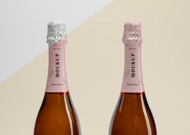 Garrafas de champanhe com maquete