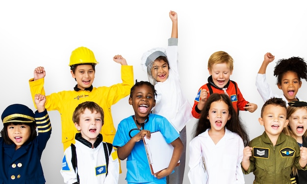 Grupo de crianças com ocupação de sonho uniforme de carreira