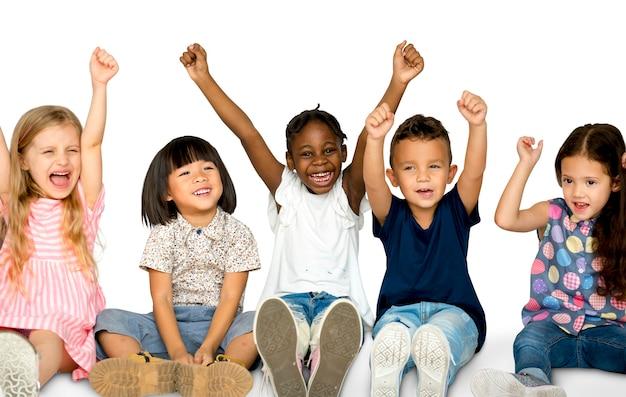 Grupo de felicidade de crianças fofos e adoráveis