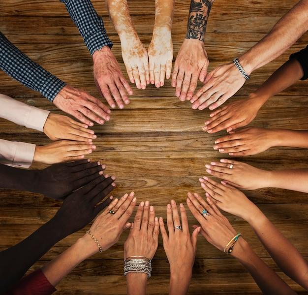 Grupo de mãos montar em vista aérea