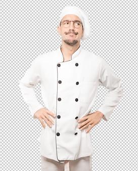 Hesitante jovem chef olhando para cima gesto