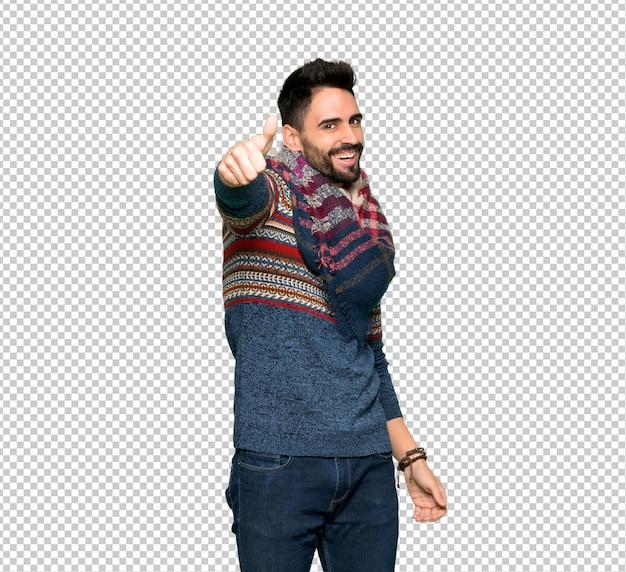 Hippie homem dando um polegar para cima gesto porque algo bom aconteceu