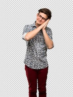 Homem adolescente, com, flor, camisa, e, óculos, fazendo, gesto sono, em, dorable, expressão