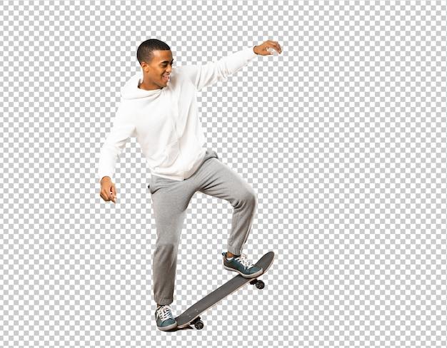 Homem afro-americano de skatista