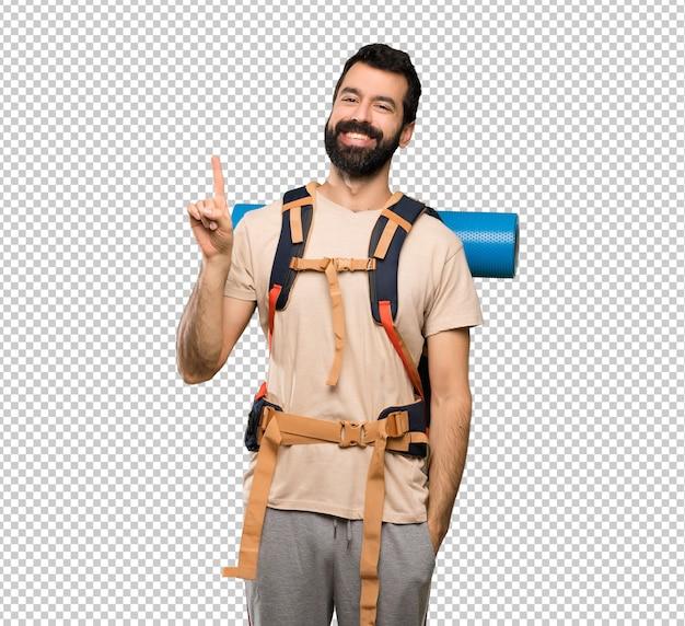 Homem alpinista mostrando e levantando um dedo em sinal dos melhores