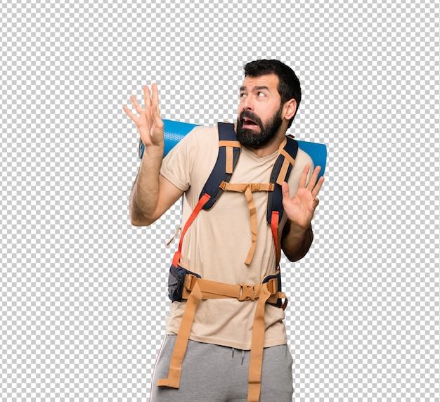 Homem alpinista nervoso e assustado