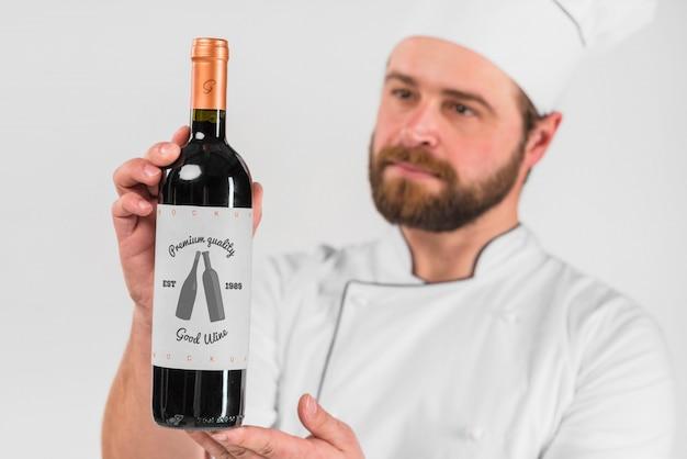 Homem, apresentando, garrafa vinho