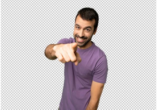 Homem bonito aponta o dedo para você com uma expressão confiante