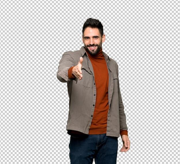 Homem bonito com barba apertando as mãos para fechar um bom negócio