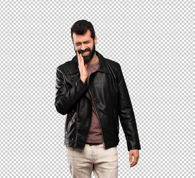 Homem bonito com barba com dor de dente