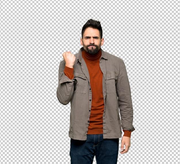 Homem bonito com barba com gesto de raiva