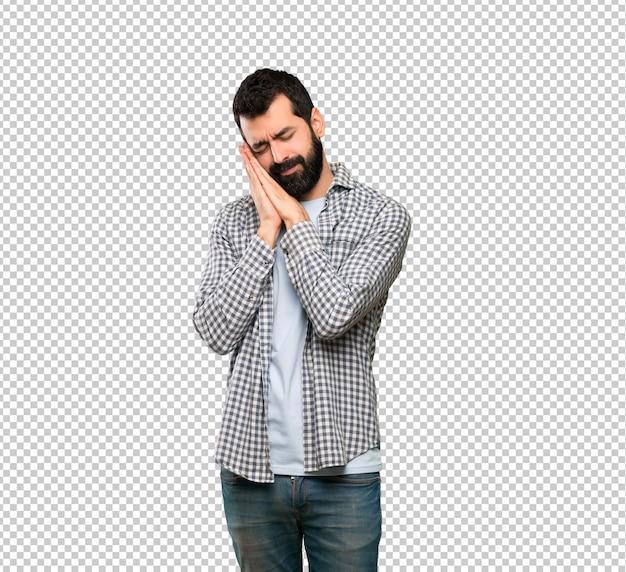 Homem bonito com barba fazendo gesto de sono na expressão dorable