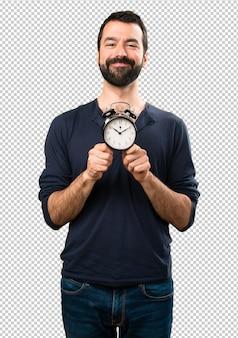 Homem bonito com barba segurando o relógio vintage