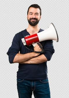 Homem bonito com barba segurando um megafone