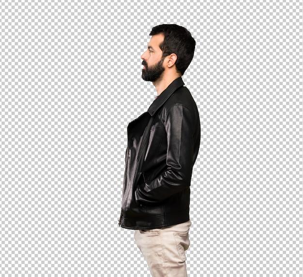 Homem bonito com barba