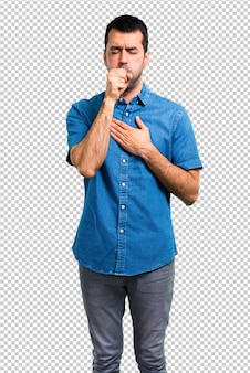 Homem bonito com camisa azul está sofrendo com tosse e se sentindo mal