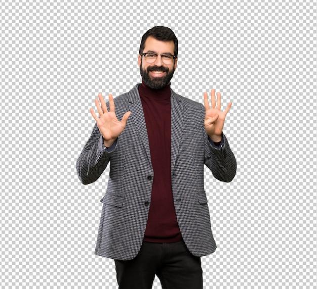 Homem bonito com óculos contando nove com os dedos