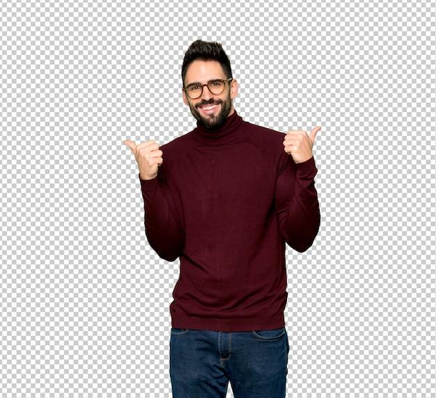 Homem bonito com óculos dando um polegar para cima gesto com as duas mãos e sorrindo