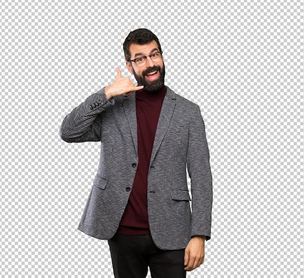 Homem bonito com óculos fazendo gesto de telefone. me ligue de volta