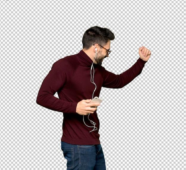 Homem bonito com óculos, ouvindo música com o telefone