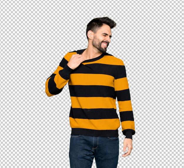 Homem bonito com suéter listrado com expressão cansado e doente