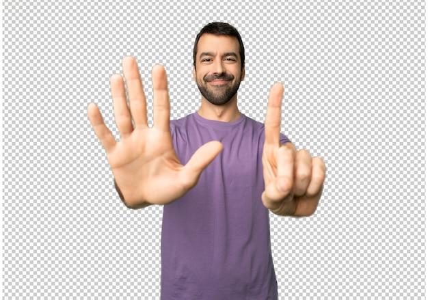 Homem bonito, contando seis com os dedos