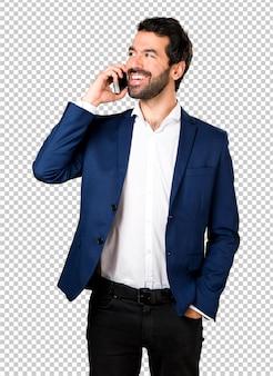 Homem bonito falando para celular