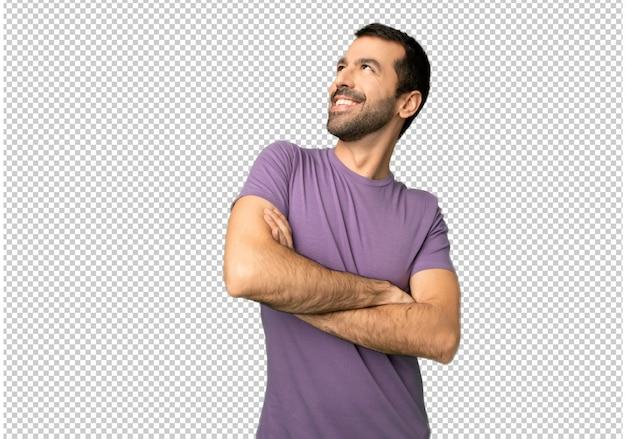 Homem bonito olhando enquanto sorrindo