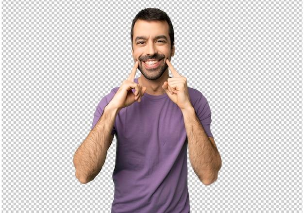 Homem bonito, sorrindo com uma expressão feliz e agradável