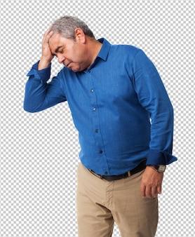 Homem cansado isolado