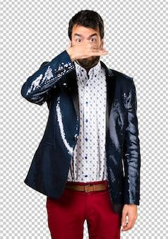Homem, com, casaco, fazer, cheirando, mau, gesto