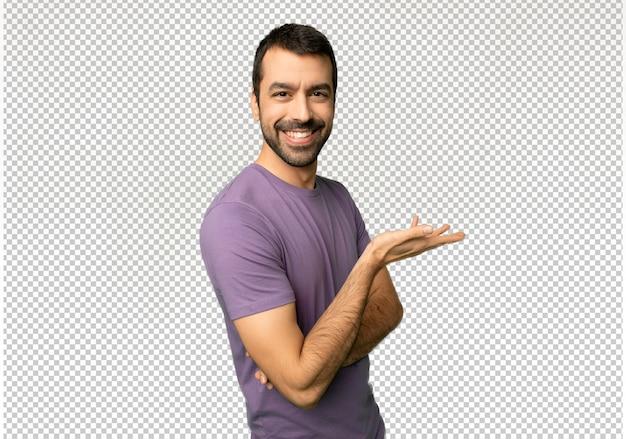 Homem considerável que apresenta uma ideia ao olhar de sorriso para