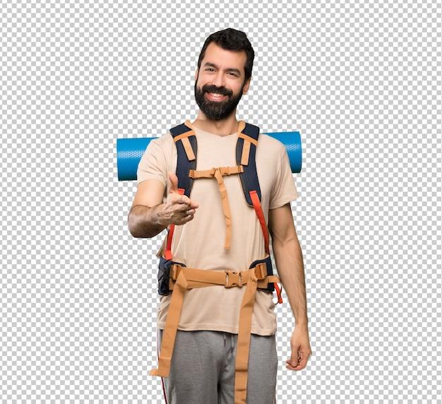 Homem de alpinista, apertando as mãos para fechar um bom negócio