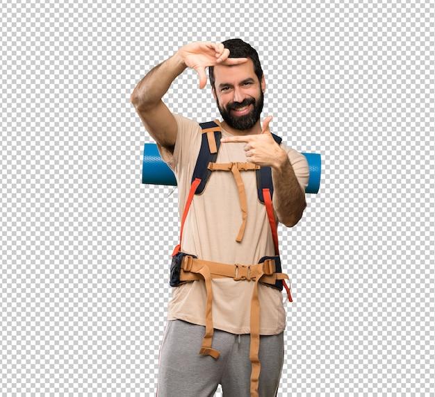 Homem de alpinista, concentrando o rosto. símbolo de enquadramento