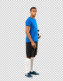 Homem de jogador de futebol americano africano